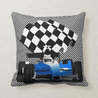 Blauwe Raceauto met Geruite Vlag Sierkussen