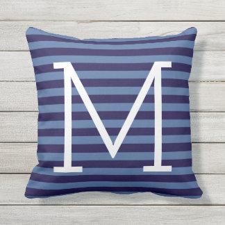 blauwe strepen + modieus monogram, buitenkussen