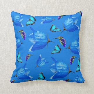 Blauwe Vlinders, Ijsvogels, en Klokbloemen, Sierkussen