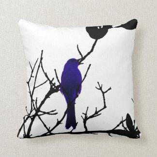 Blauwe vogel op zwarte boom sierkussen