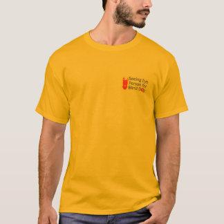 Blinde Hond die de T-shirt van de Persoon van het