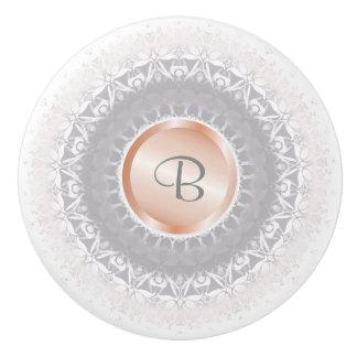 Bloos Grijs-wit toenam Gouden Monogram Mandala Keramische Knop