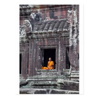 Boeddhistische monnik die Angkor Wat mediteren Briefkaart