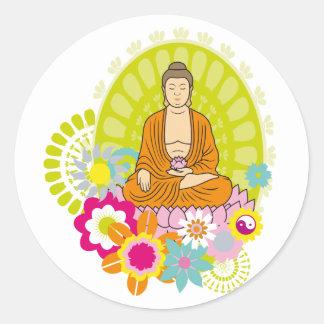 Boedha in de Bloemen van de Lente Ronde Sticker