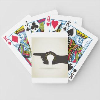 Bol in een hand pak kaarten