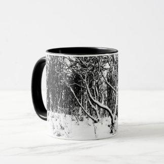 Bomen en de Zwart-witte Scène van de Sneeuw, Mok