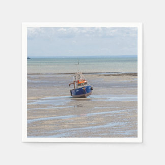 Boot at low tide papieren servet