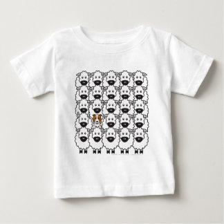 Border collie bij de Schapen Baby T Shirts