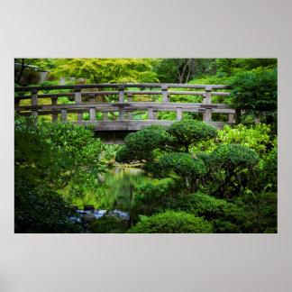 Brug over Vijver in de Japanse Tuin Poster