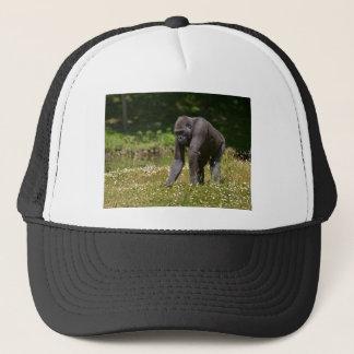 Chimpansee in het bloeiende gras trucker pet