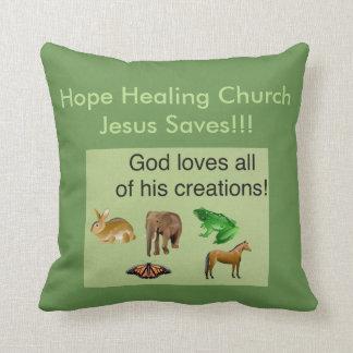 Christen van de Kerk van de hoop werpt de Helende Sierkussen