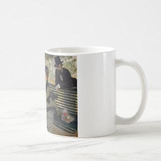 Claude Monet - Camille Monet op een Bank Koffiemok