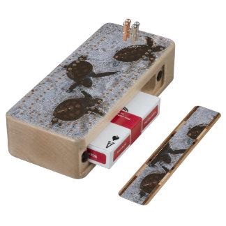 Close-up van het groene zeeschildpad uitbroeden 2 esdoorn cribbagebord