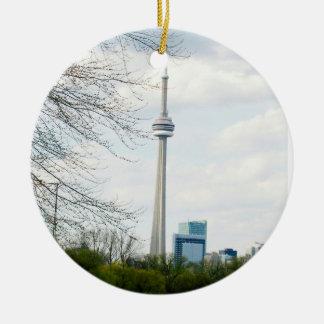 CN Toren en Toronto onderaan Stad op rug Rond Keramisch Ornament