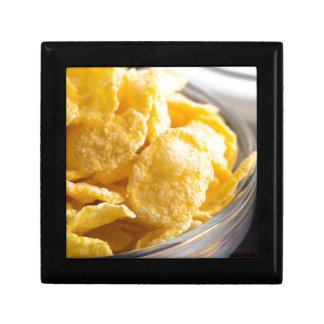 Cornflakes in een transparante komclose-up decoratiedoosje