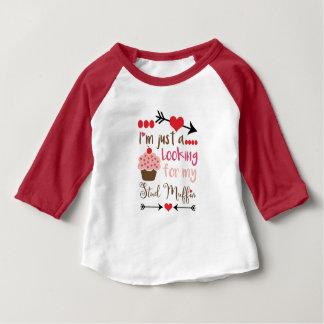 Cupcake die van Valentijn de Muffin van de Nagel Baby T Shirts