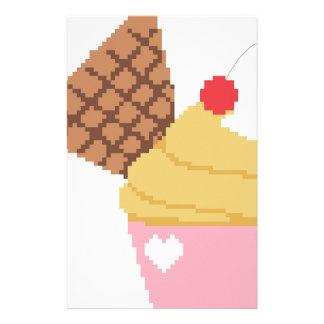 cupcake met een kers op bovenkant briefpapier papier