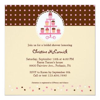 Cupcakes op een Bruine Tribune (/Room) 13,3x13,3 Vierkante Uitnodiging Kaart