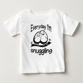 Dagelijks nestel ik me baby t shirts
