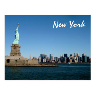 Dame Liberty Watches Over NYC (kleur) Briefkaart