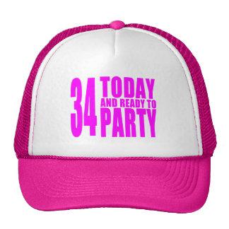 De 34ste Verjaardagen van meisjes: 34 vandaag en Trucker Pet