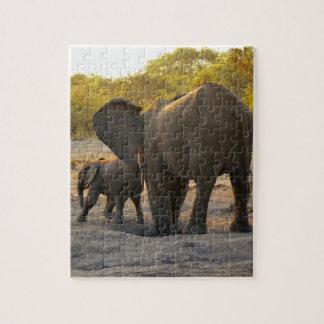 De Afrikaanse Moeder van de Olifant met Kalf Puzzels