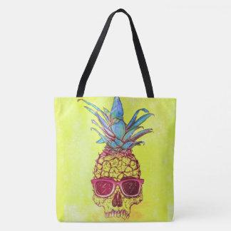 de ananas van de zonnebrilschedel helemaal over de draagtas