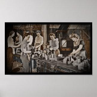 De Arbeiders 1945 van de Fabriek van de Munities Poster