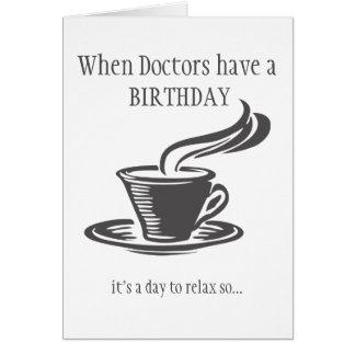 De artsen ontspannen Verjaardag verzenden Koffie Briefkaarten 0