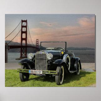 De Auto van Ford dichtbij Golden gate bridge Poster