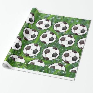 De Ballen van het voetbal in Nat Groen Gras Inpakpapier