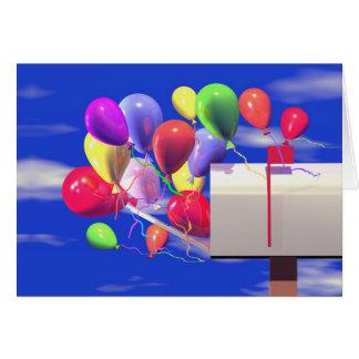 De Ballons van de verjaardag in een Brievenbus Wenskaart