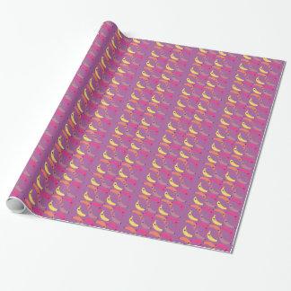 De bananen van het ontwerp op roze inpakpapier