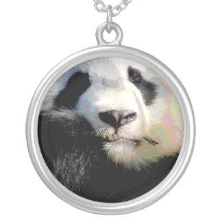 De bedreigde Panda draagt het Ketting van het Wild