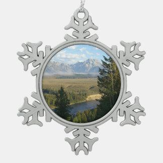 De Bergen en de Rivier van het Gat van Jackson Tin Sneeuwvlok Ornament