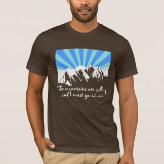 "De ""bergen roepen"" Retro Wolken & Hemel T Shirt"
