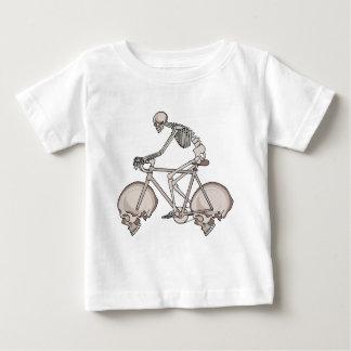 De Berijdende Fiets van het skelet met de Wielen Baby T Shirts
