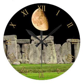 De Bevindende Stenen van Stonehenge bij Moonrise Ronde Klok Large
