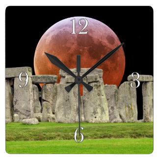 De Bevindende Stenen van Stonehenge & Maan 2 van Vierkante Klok