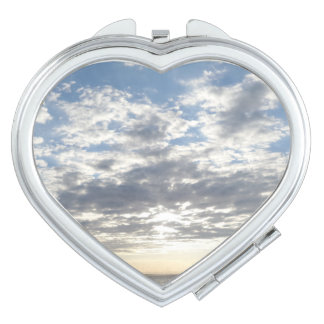 De bewolkte Compacte Spiegel van het Hart van de Makeup Spiegeltje