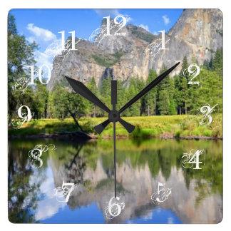 De Bezinning van Yosemite Vierkante Klok