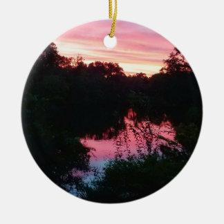 De Bezinningen van de zonsondergang vóór het Storm Rond Keramisch Ornament