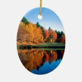 De Bezinningen Vermont van de herfst Keramisch Ovaal Ornament