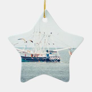 De blauwe Boot van Garnalen op de Oceaan Keramisch Ster Ornament