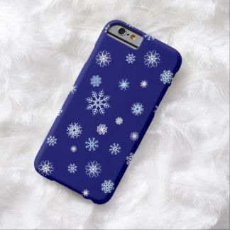 De blauwe en Witte Sneeuwvlokken van de Winter van Barely There iPhone 6 Hoesje
