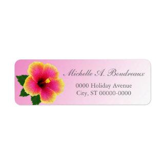 De Bloem van de hibiscus op Roze Etiket