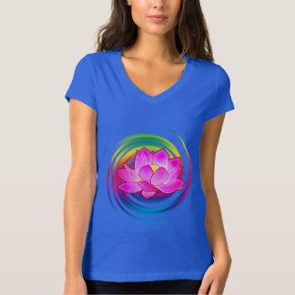 De Bloem van Lotus in Regenboog T Shirt