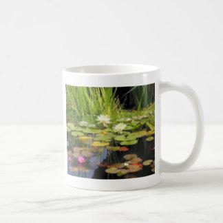 De Bloemen van Lilly van het water Koffiemok