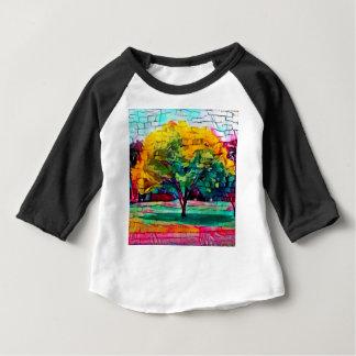 De boom van de herfst in levendige kleuren baby t shirts