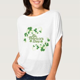 De Bovenkant van de Dag van Flowy St Patrick van T Shirt